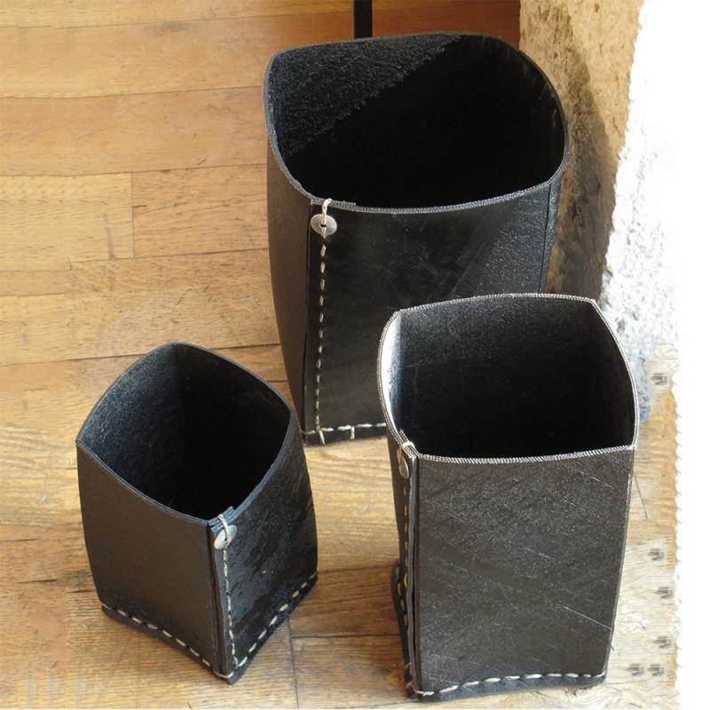 cache pot carr en pneu recycl grand mod le. Black Bedroom Furniture Sets. Home Design Ideas