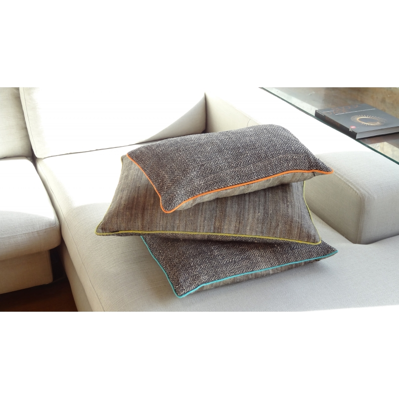 grand coussin ortie et soie rectangulaire safran. Black Bedroom Furniture Sets. Home Design Ideas